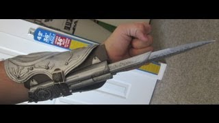 Assassin's Creed: Brotherhood - Ezio Auditore Hidden Blade & Vambrace Review & Unboxing - NECA